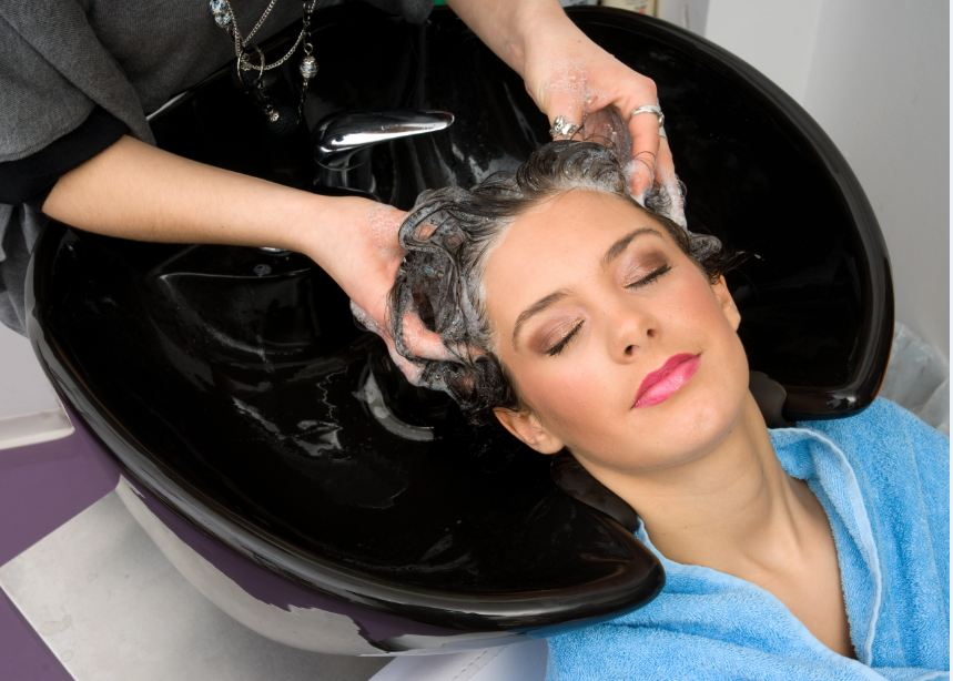 Beauty Salon Offering Ladies Hair Cut With Layer Step And