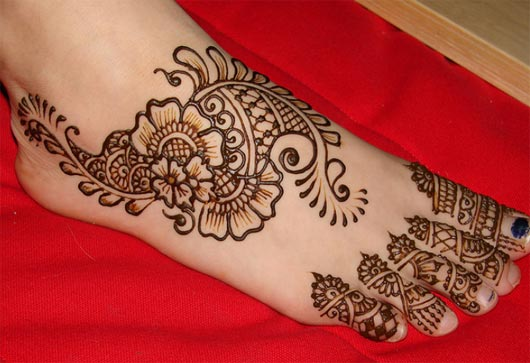Mehndi Henna Buy : Naaz beauty salon provides proficient hair color and henna mehndi